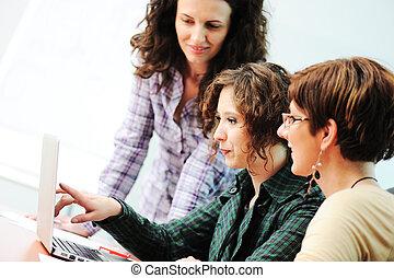 időz, gyűlés, csoport, közül, young women, munka, asztalon