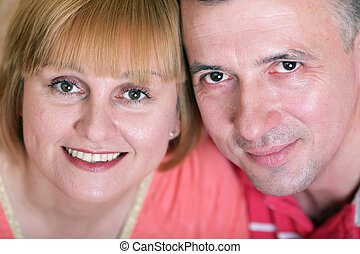 idade média, sorrindo, marido, esposa