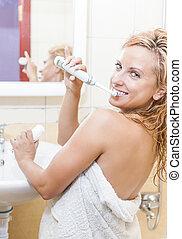 ideas., concept, elektrisch, dentaal, moderne, tandenborstel, hygiëne, vrouw, gezondheid, bathroom., het glimlachen, kaukasisch, vrolijke