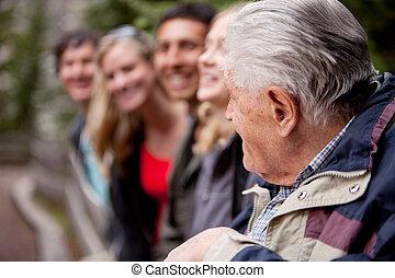 idegenvezető, öregedő