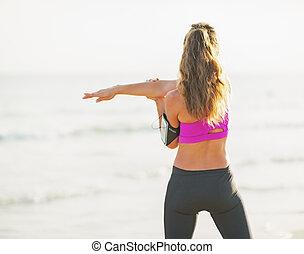 idoneità, giovane, fabbricazione, esercizio, su, spiaggia., vista posteriore