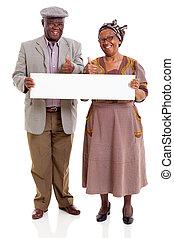 idoso, africano, par, segurando, em branco, bandeira