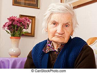 idoso, só, mulher, senta-se, cama