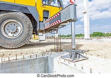 idraulico, gru, piede, è, sostenuto, per, sicurezza, laterale, stabilizzatore