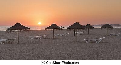 idyllisch, ansicht, von, sonnenuntergang, strand, in, portugal.
