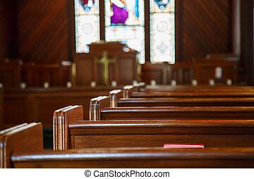 iglesia, pews, con, cristal manchado, más allá de, púlpito