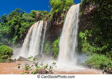 Iguacu (Iguazu) falls