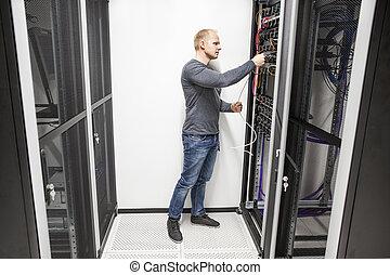 ihm, datacenter, arbeiten, vernetzung, berater