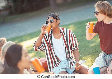 ihr, picknick, essende, zwei, groupmates., knaben