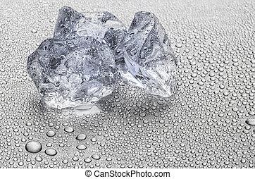 ijs kubeert, op, een, metalen, oppervlakte, met, waterdruppels