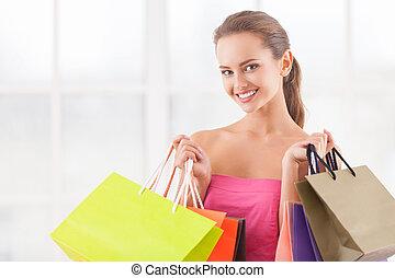 ik, behoefte, enig, detailhandel, therapy., aantrekkelijk, jonge vrouw , vasthouden, het winkelen zakken, en, het glimlachen, aan fototoestel