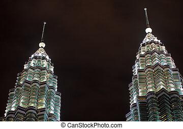 ikergyermek, spirálok, közül, petronas emelkedik, éjjel, kuala lumpur, malaysia