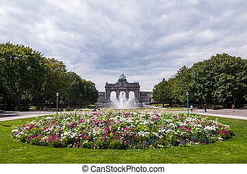 il, arco triumphal, in, cinquantenaire, parc, in, bruxelles,...