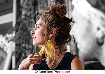 il portare, bella donna, scuro-dai capelli, capelli, supplichevole, azotemia, elegante, orecchini