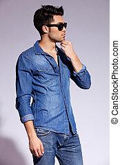 il portare, camicia, jeans, giovane, modello, maschio, bello
