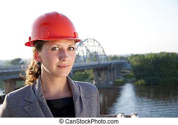 il portare, casco, protettivo, giovane, architect-woman
