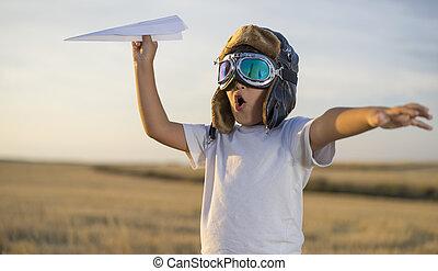 il portare, ragazzo, poco, casco, conveniente, aviatore, carta, mentre, aereo, tramonto, divertimento, gioco, fare un sogno
