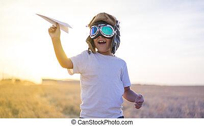 il portare, ragazzo, poco, casco, conveniente, aviatore, carta, mentre, aereo, tramonto, capretto, gioco, fare un sogno