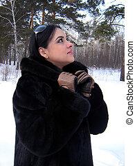 il, ragazza, in, uno, cappotto pelliccia