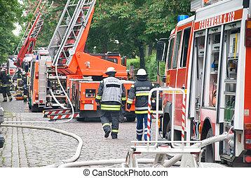 ild, brandmænd, lastbil