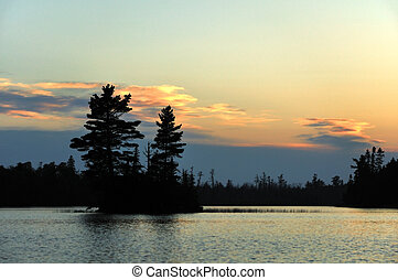 ilha, em, pôr do sol, ligado, um, remoto, selva, lago