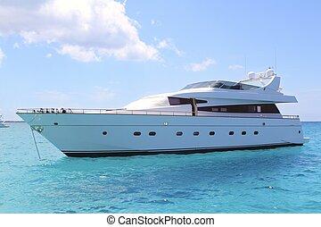 illetes, turquoise, formentera, yacht, luxe