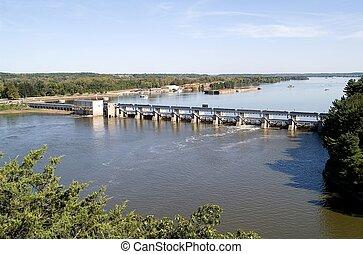 Illinois River Dam - Lock and dam at the Illinois River;...