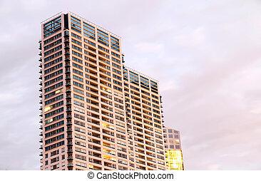 illuminato, grattacieli