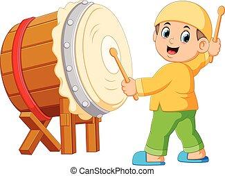 A boy playing bedug cartoon