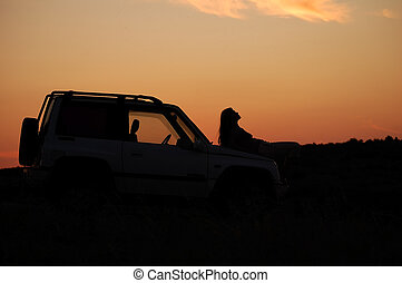 illustration of SUV with sunset behind