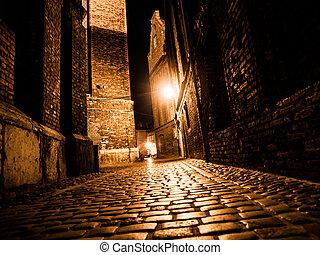 iluminado, cobbled, calle, en, ciudad vieja, por, noche