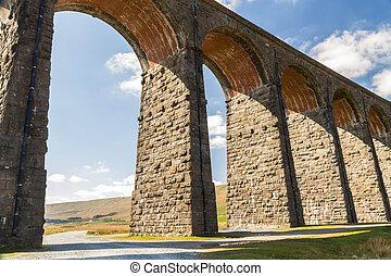 iluminado por el sol, ferrocarril, viaducto, arcos, altísimo