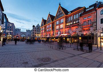 iluminado, tarde, karlsplatz, calle, alemania, munich,...