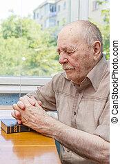imádkozás, öregember