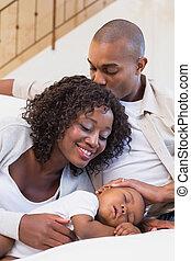 imádnivaló, csecsemő fiú, alvás, időz, lény, karóra, által, szülők