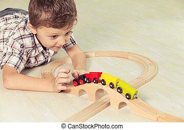 imádnivaló, kicsi fiú, játék apró, fekvő, képben látható, a, floor.