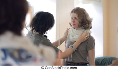 Image course lesson how to tie a scarf,neckerchief with a stylist