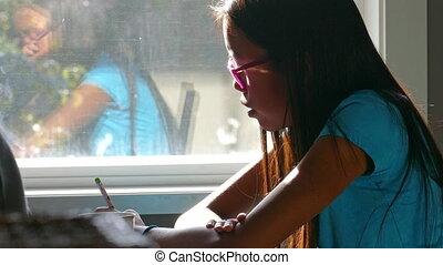 image, girl, dessine, table