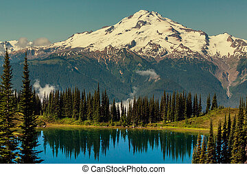 Image lake and Glacier Peak in Washington, USA