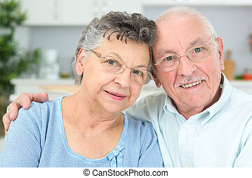 image, mignon, couple étreindre, autre, chaque, personne agee