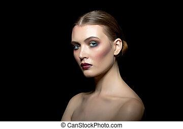 imagem, de, bonito, mulher jovem, com, luminoso, maquilagem