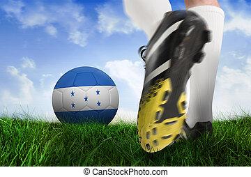 imagen compuesta, de, arranque del fútbol, patear, honduras, pelota