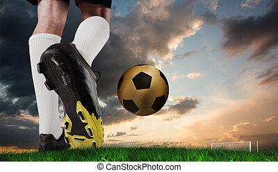 imagen compuesta, de, arranque del fútbol, patear, oro, pelota
