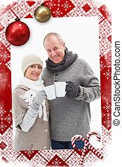 imagen compuesta, de, feliz, pareja madura, en, ropa de invierno, tenencia