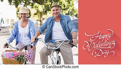 imagen compuesta, de, feliz, pareja madura, yendo, para, un, paseo de la bici, en