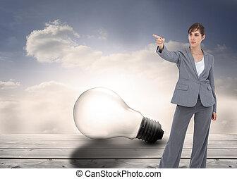 imagen compuesta, de, joven, mujer de negocios, señalar con el dedo hacerlo/serlo, algo