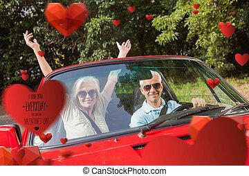 imagen compuesta, de, pareja madura, en, rojo, cabriolet,...