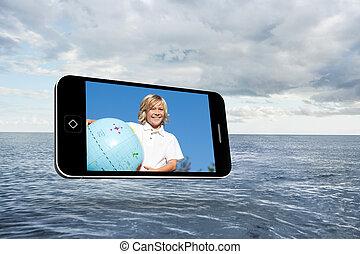 imagen compuesta, de, rubio, feliz, niño, en, smartphone, pantalla