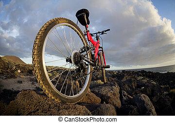 imagen, de, un, bicicleta montaña, en, ocaso