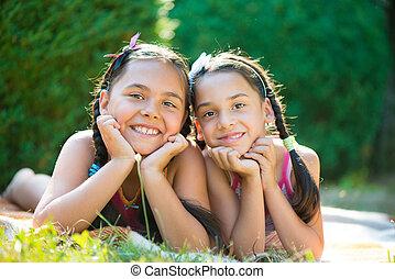imagen, dos, hermanas, diversión, teniendo, feliz